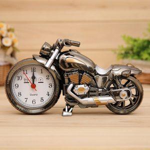 3D hem dekorativt motorcykelalarm plast cool klocka födelsedag present slumpmässig färg