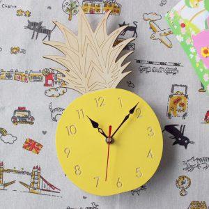 Kreativ frukt ananas väggklocka akryl trä klocka för vardagsrum barn sovrum tecknad dekorativ