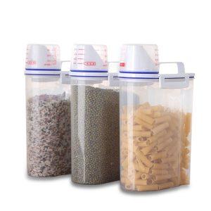 Kökmat Spannmål Kornbönor Rice Hand med mätkopp Plastplastlagringsbehållare
