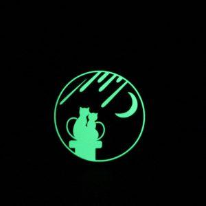 7,5 * 7,5 CM Lovely Cat Moon Mode Ljusväxla klistermärke Väggklistermärke Pojkar Rum Barn Sovrum DIY Dekor Lysande klistermärke Vattentät Vinyl Avtagbara klistermärken