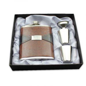 7oz rostfritt stål bärbar whisky höftkolv forhud präglad kruka PU läder mini kannflaskor flagon set presentförpackning med kopp och tratt