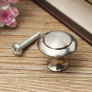 24 / 28mm rostfritt stål satin nickel kök skåp pull knopp hårdvara skruv